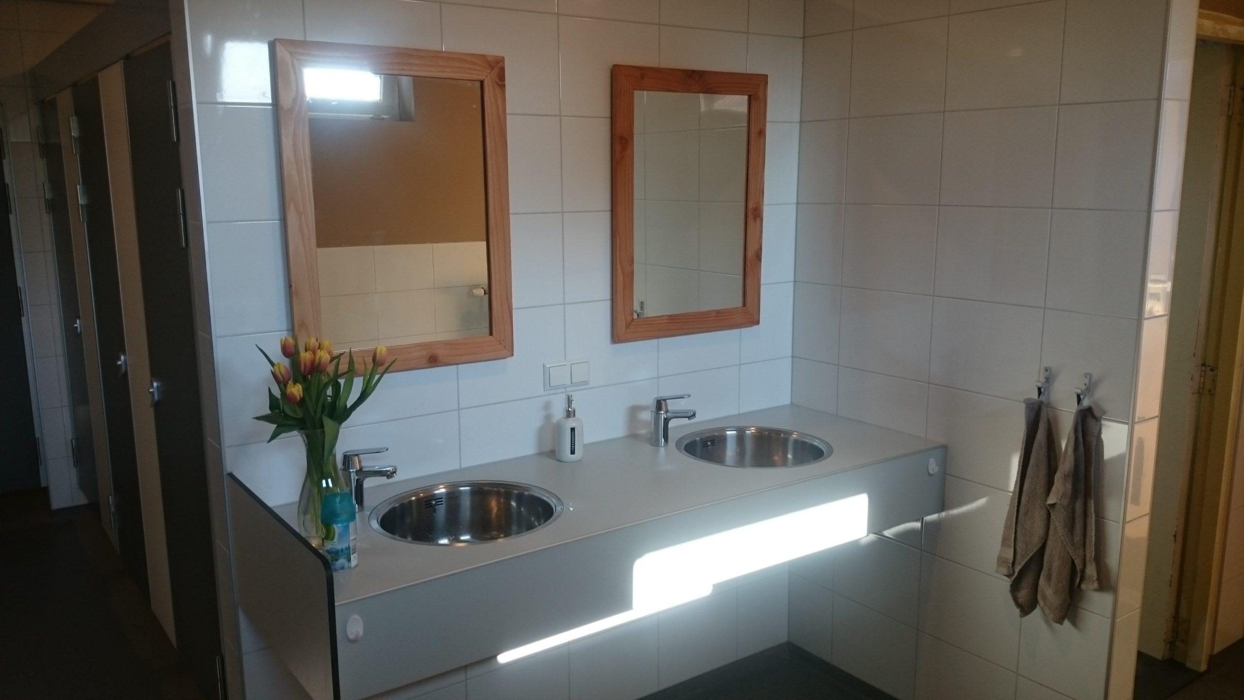 Handdoekjes bij sanitair - geen goede hygiene bij Sanitair